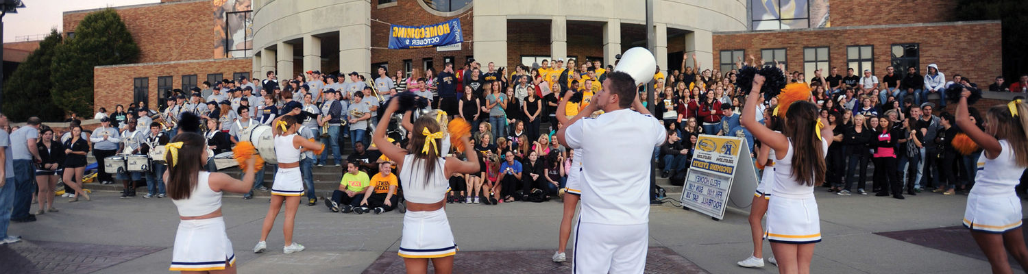 The 肯特 State cheerleaders lead a homecoming pep rally in front of the MACC on the thursday night before homecoming.
