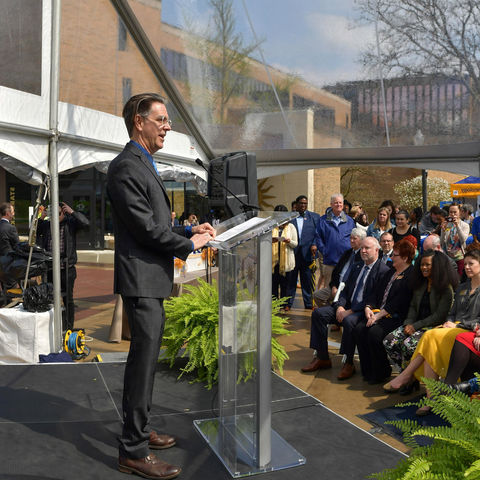 J.R. Campbell, executive director of the Design Innovation Initiative at Kent State, speaks during the construction launch event for the 设计创新 Hub.
